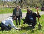 Tree Campus USA/Arbor Day 2015 tree planting, Gordon Natural Area (21)